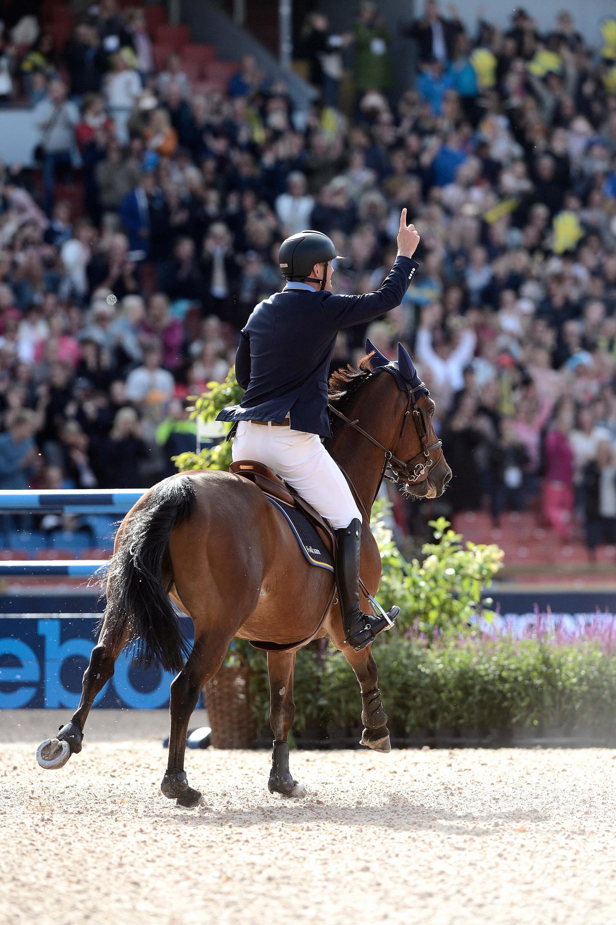 Ryttare och häst på en tävling