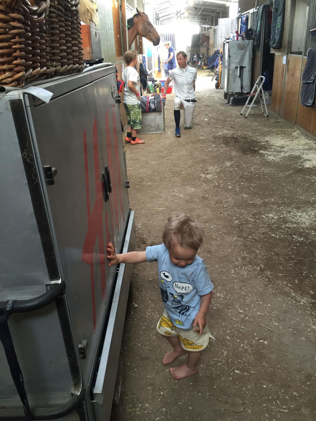 Ett barn i stallet