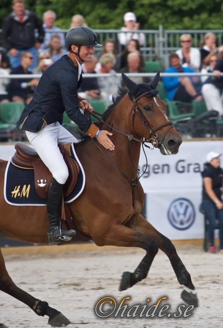 Ryttare och häst under en tävling