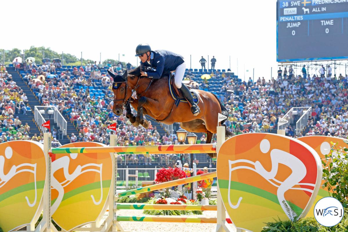 Peder och hästen hoppar över hinder på OS