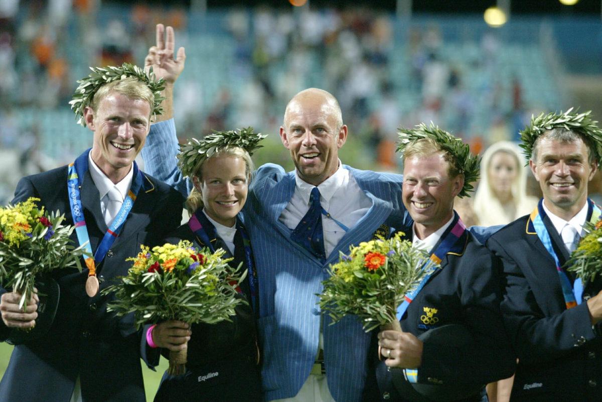 Peder och teamet vid OS i Athen med medajer, gransar och blommor